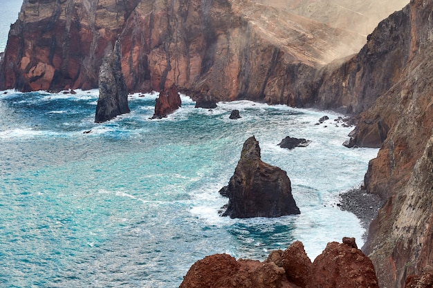 Скалистое побережье мадейры, португалия