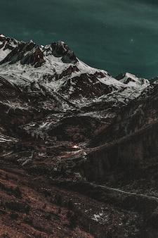 Paesaggio di montagne rocciose