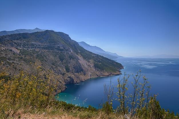 크로아티아의 바위 해변