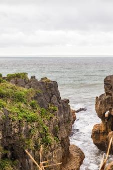 Rocky shore pancake rocks 남섬 뉴질랜드
