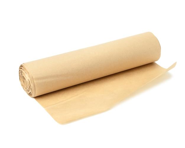 베이킹에 흰색 표면에 고립 된 갈색 양피지 롤