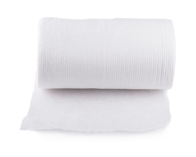 흰색 배경에 고립 된 종이 주방 수건 롤