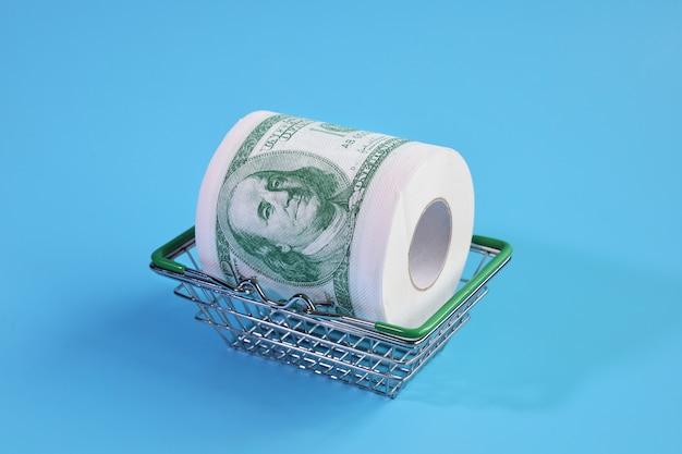 Рулон туалетной бумаги с изображением долларов в корзине