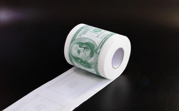 Рулон туалетной бумаги в виде долларов