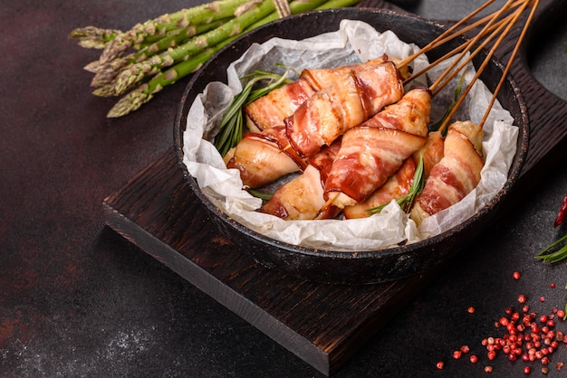 Roll with bacon and chicken mince on a stew with fresh asparagus and spices