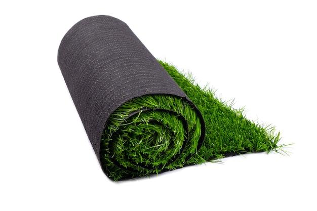 녹색 인공 잔디, 흰색 배경에 고립 된 코팅 롤.
