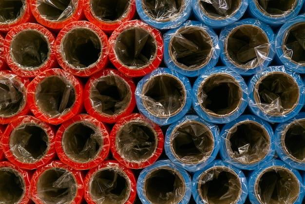Рулоны цветной оберточной бумаги. абстрактный экономический фон.