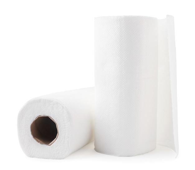 흰색 배경에 종이 타월 클로즈업의 롤. 외딴