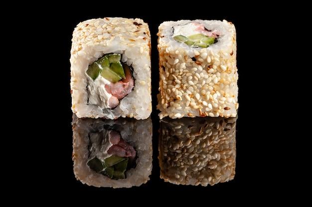 Роллы суши с разными начинками