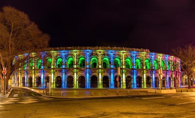 夕方のニームのローマ円形劇場
