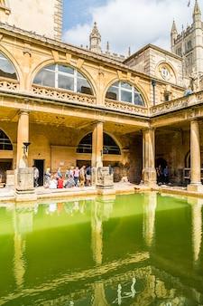 バースの街のローマ浴場。