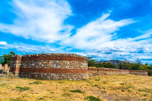 セルビア東部のクラドヴォに西暦101年に建てられたローマのカストラダイアナ要塞