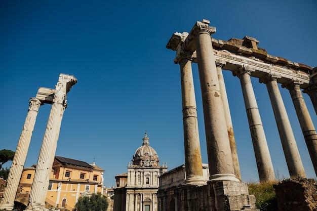古代ローマの中心部にあるフォロロマーノ。