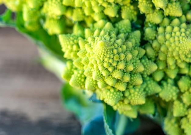 Романеско брокколи или римская цветная капуста, крупным планом.