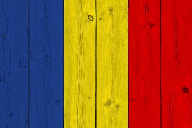 Флаг румынии нарисовал на старой деревянной доске