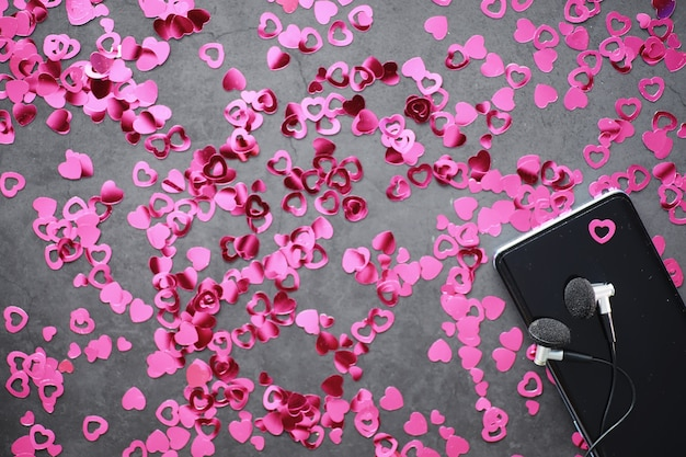 낭만적인 배경입니다. 사랑과 관계의 개념입니다. 어두운 배경에 하트 모양의 인물입니다. 발렌타인의 날 카드입니다.
