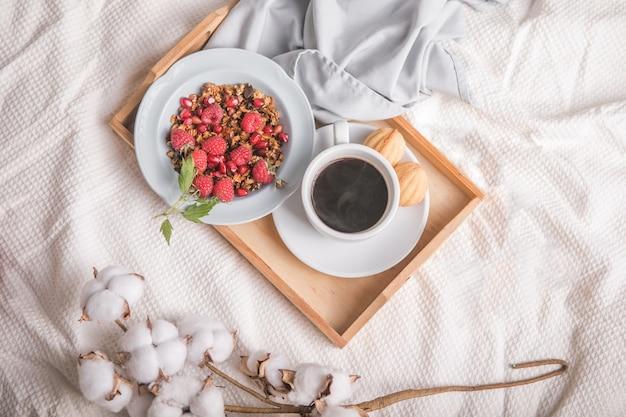 Романтический завтрак в постели