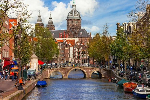 アムステルダムのロマンチックな運河