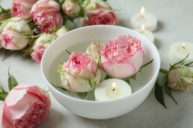 バラとキャンドルのロマンチックなコンセプト、クローズアップ