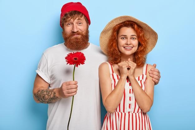 Le coppie romantiche nell'amore hanno data