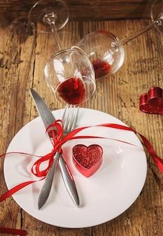 最愛の人のためのロマンチックなディナー。セレクティブfocus.nature