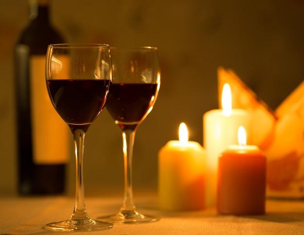 Романтический ужин со свечами и вином
