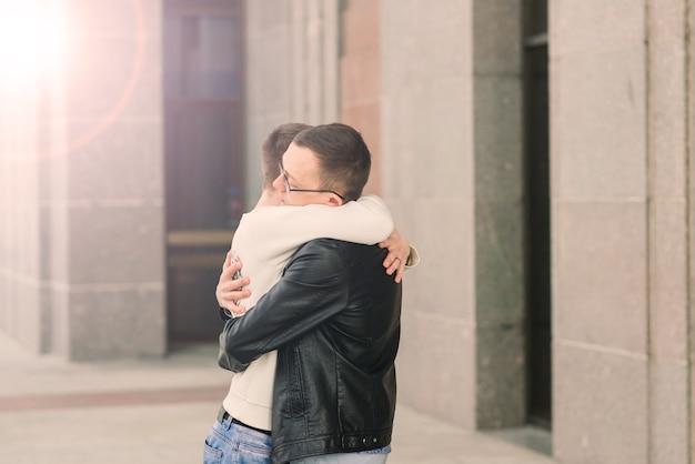 도시에서 로맨틱 게이 커플, lgbt, 동성애 사랑