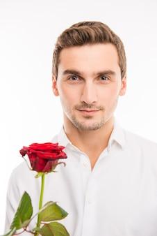 Романтический красавец с красной розой