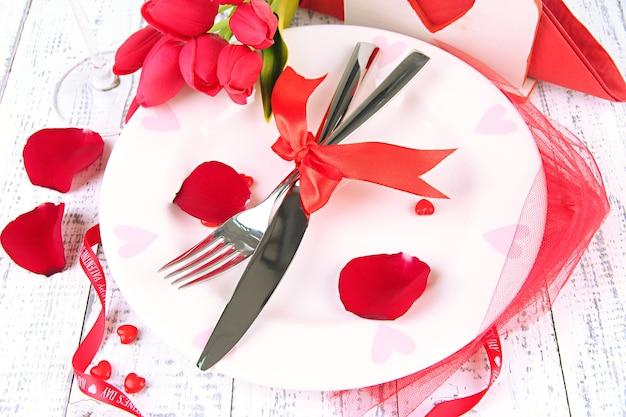 ロマンチックな休日のテーブル設定