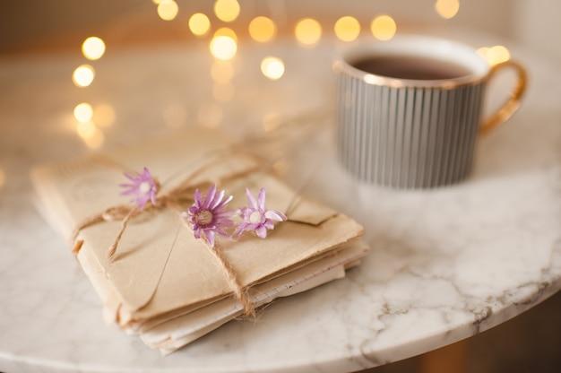 Романтические бумажные письма с сухими цветами