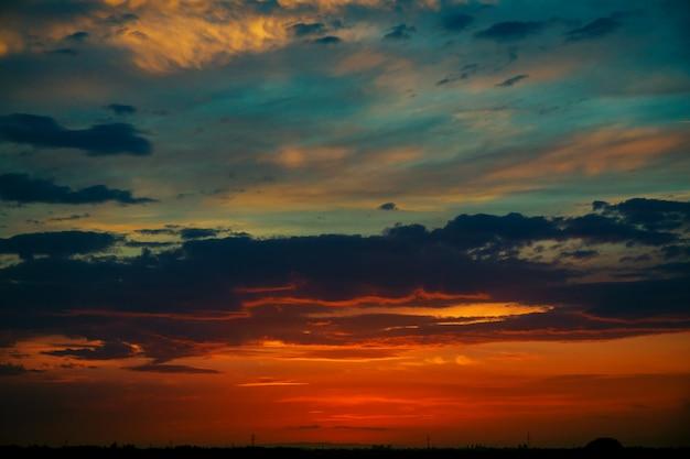 ロマンチックなピンクの夕焼け空、背景