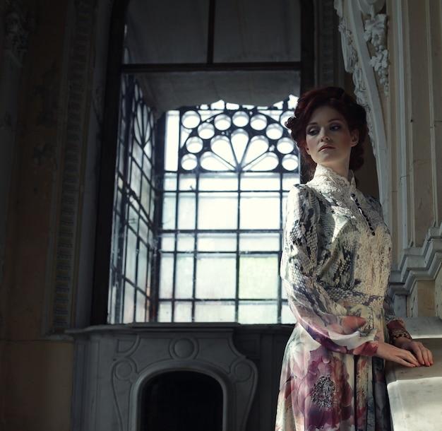 Романтический портрет молодой красивой леди
