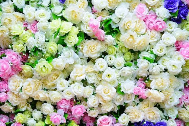 Романтические старинные красочные розы