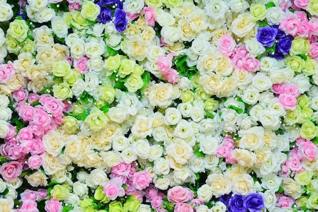 ロマンチックなヴィンテージのカラフルなバラ