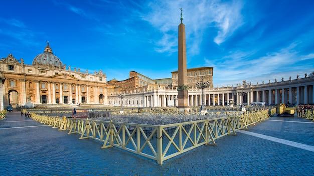 ローマ、イタリア-3月24、2015:ローマのサンピエトロ広場のパノラマ