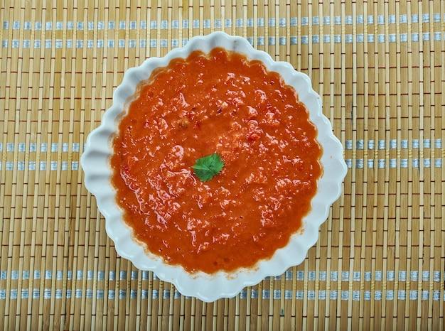 Соус ромеско - соус на основе орехов и красного перца, который родом из таррагоны, каталония, на северо-востоке испании.