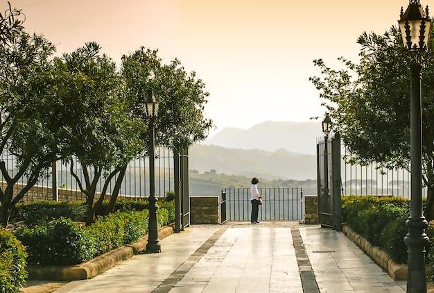 ロンダ、スペイン、ビュー、山、女性、木、公園。