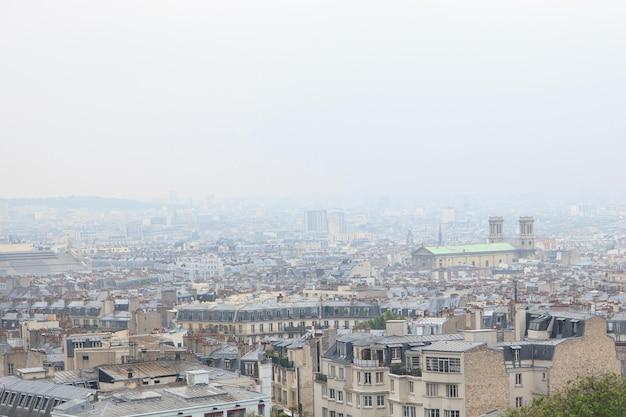 파리 몽마르뜨 주거 지역의 지붕