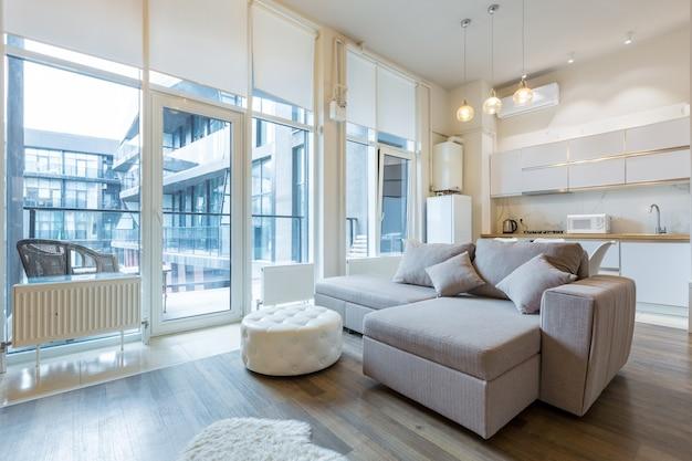 Комната в современном стиле в светлых тонах