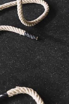 Corda sul pavimento della palestra