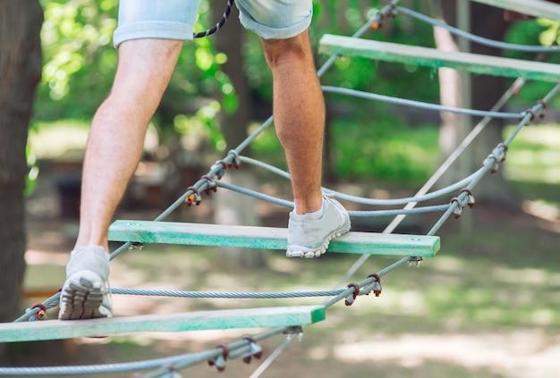 ロープパーク。ロープに足。