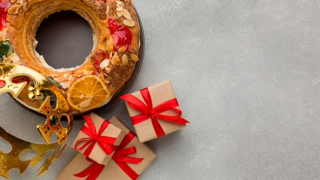 Roscon de reyes epifania dessert e regali copia spazio