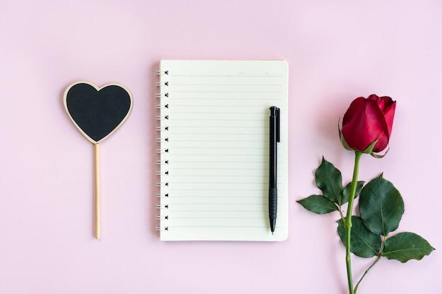 ピンクのバラとノート