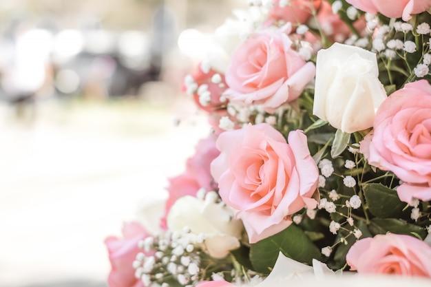 結婚式の日のバラの花束