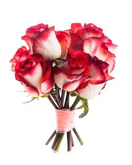 Букет роз с лентой, изолированные на белом фоне