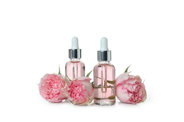 Эфирное масло розы, изолированные на белом фоне