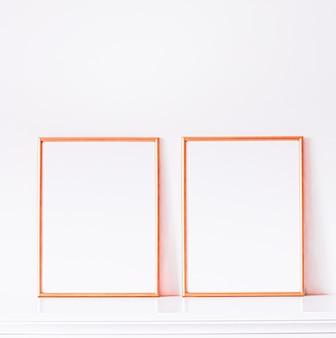 흰색 가구 고급 홈 장식 및 모형 포스터 인쇄 및 인쇄용 디자인에 로즈 골드 프레임...
