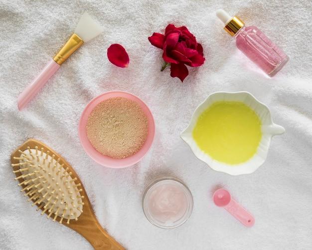 Prodotti di rose e concetto di trattamento termale pennello