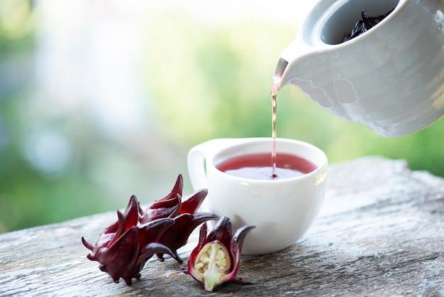 흐리게 자연에 rosella 과일