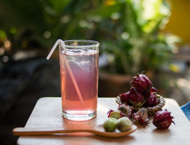 Roselle juice with fresh roselle flower